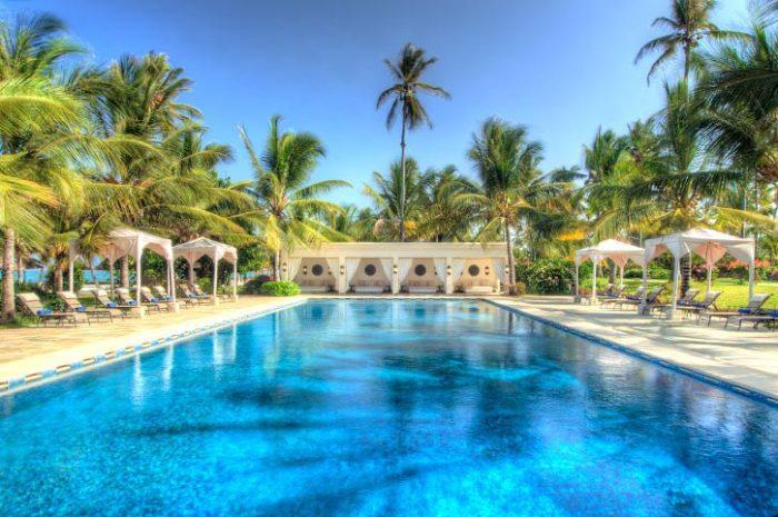 Swimming pool, Baraza Resort & Spa