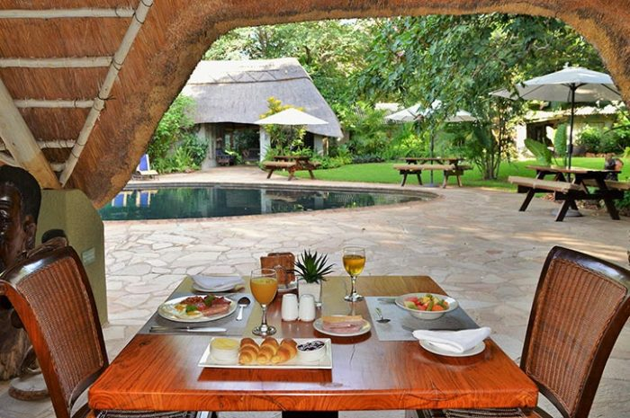 Bayete Guest Lodge Breakfast By The Pool