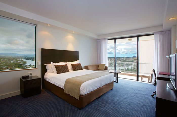 Crowne Plaza Surfers Paradise Bedroom