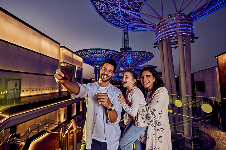 Group selfie, Dubai