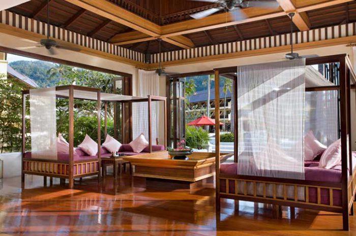 Emerald Cove Spa Lobby
