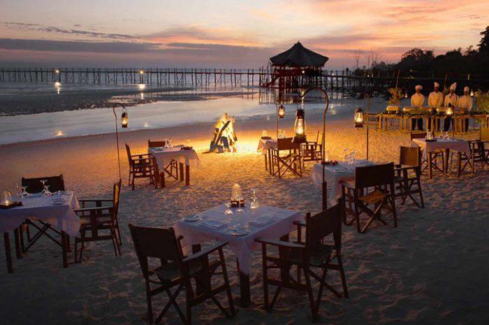 Sunset dinner, Fundu Lagoon