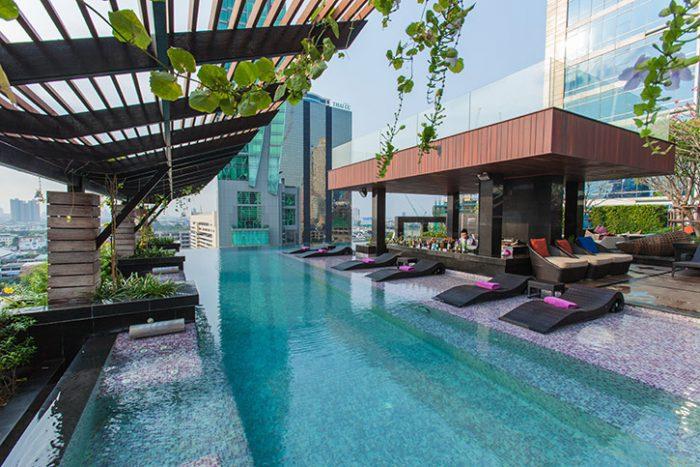 Heated Swimming Pool & Bar