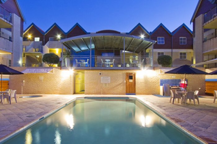 Hillarys Harbour Resort Pool Night