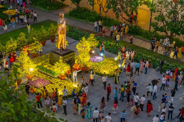 Ho Chi Minh statue, Saigon