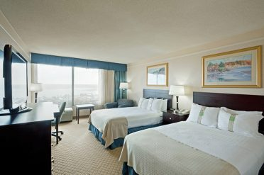Holiday Inn By The Bay Twin Room