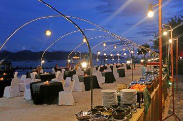 Hotel Villa Ombak Dinner On The Beach