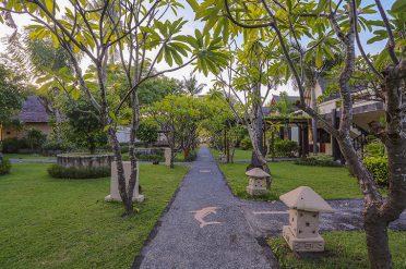 Hotel Villa Ombak Grounds