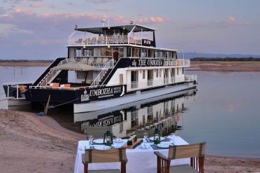 Umbozha Houseboat