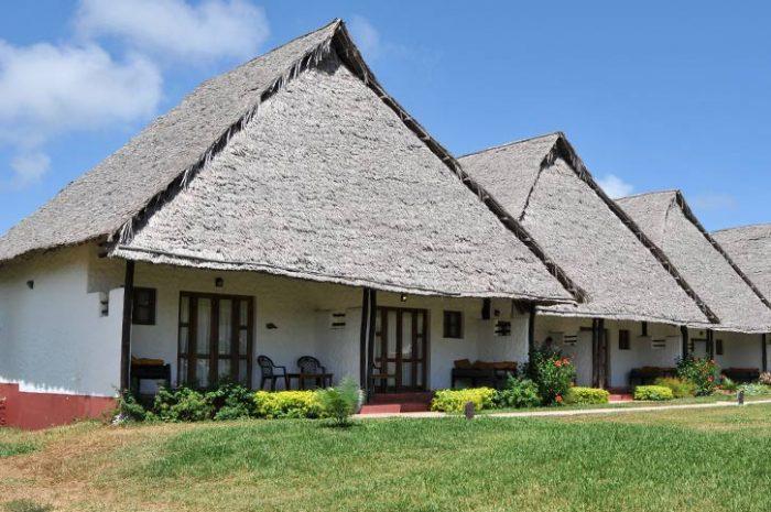 Karafuu Beach Resort Cottage Exterior