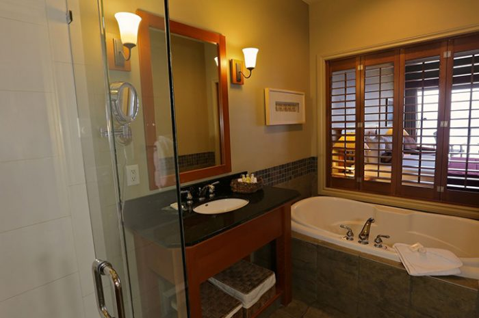 Long Beach Lodge Bathroom
