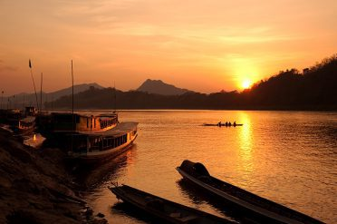 Mekong-River,-Luang-Prabang,Laos,at-sunset
