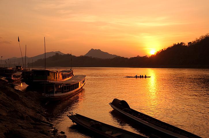 Mekong-River,-Luang-Prabang,Laos,at-sunset