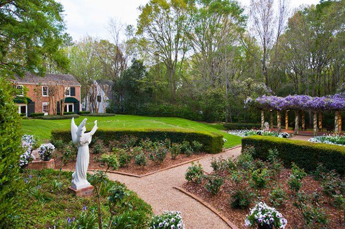 Monmouth Historic Inn Garden