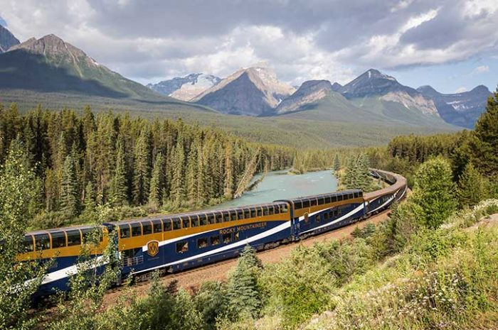 Rocky Mountaineer at Morants Curve