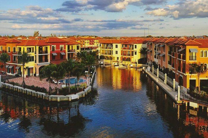 Naples Bay Resort Exterior