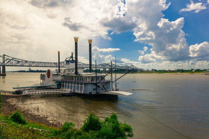 Paddleboat, Mississippi River