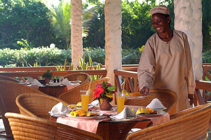 Pinewood Beach Resort Bahari Restaurant