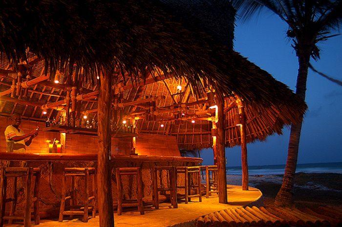 Pinewood Beach Resort Jahazi Bar