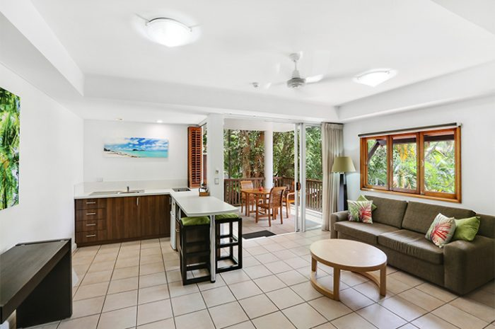 Reef Retreat Palm Cove 1 Bed Living Kitchen