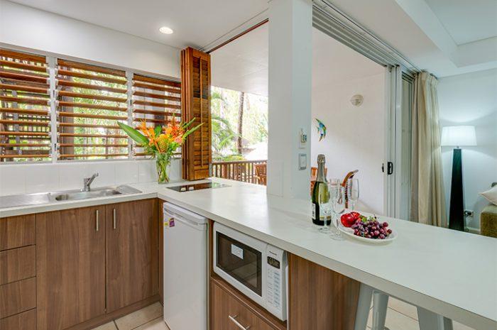 Reef Retreat Palm Cove Kitchen