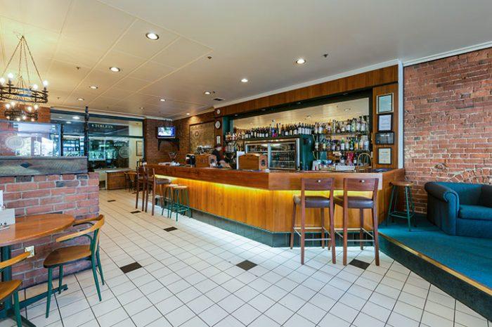 Scenic Dunedin Southern Cross Bar