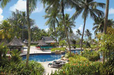 Swimming pool, Shangri-La Golden Sands