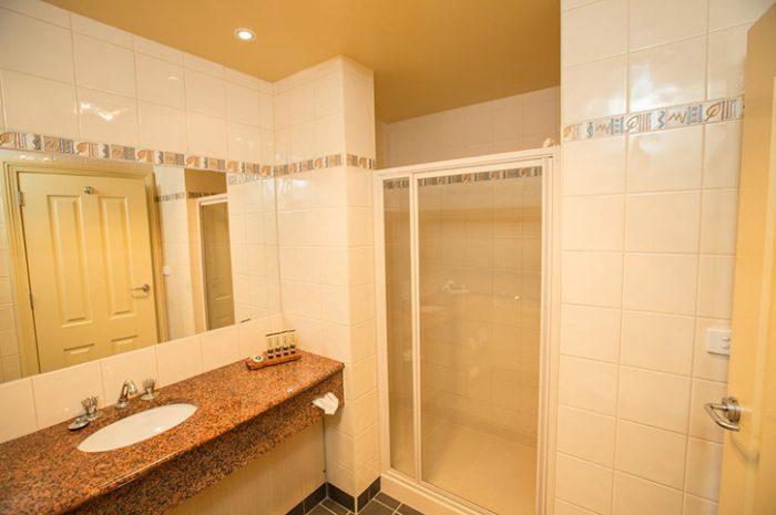 Strahan Village Exterior Executive Harbour Bathroom