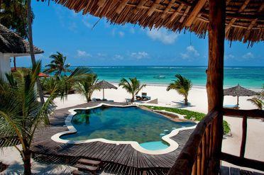 Waterlovers Beachfront Pool