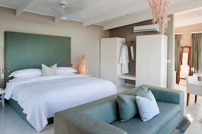 White Pearl Pool Suite