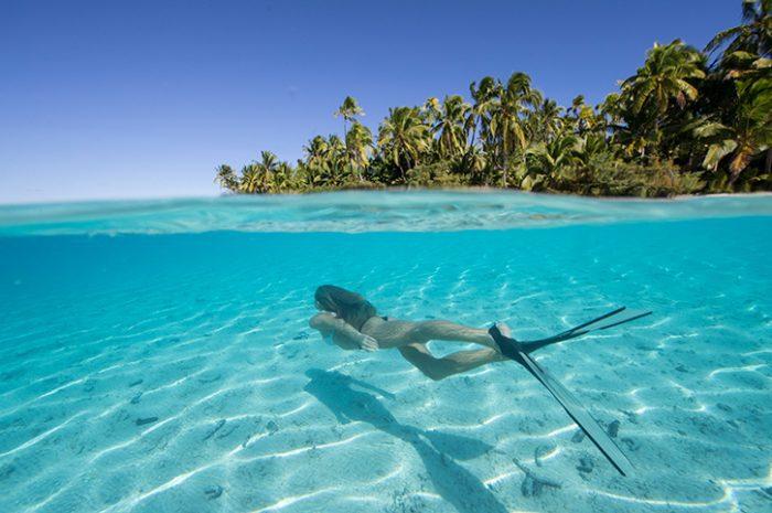 Woman snorkelling in Aitutaki